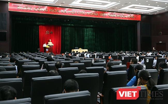 Sáng 23/9, Chủ tịch UBND TP Đà Nẵng Huỳnh Đức Thơ đã chủ trì cuộc họp với lãnh đạo các Sở ban ngành liên quan đến tình hình hoạt động 9 tháng đầu năm 2017 và định hướng đến cuối năm dưới sự chứng kiến của các đại biểu HĐND TP tại Trung tâm hành chính Đà Nẵng.