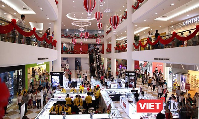 Mặc dù không ghi nhận thêm nguồn cung mới, nhưng thị trường bán lẻ tại TP.HCM sôi động nhờ cơn lốc thời trang nhanh đổ bộ