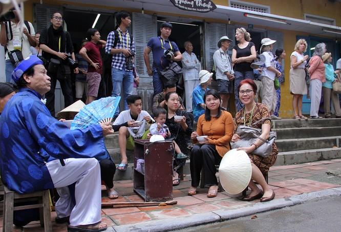 Đoàn phu nhân lãnh đạo APEC dạo phố cổ Hội An ảnh 16
