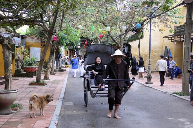 Đoàn phu nhân lãnh đạo APEC dạo phố cổ Hội An ảnh 19