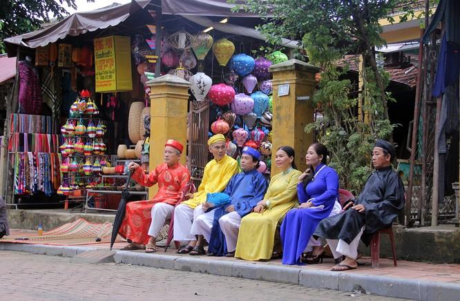 Đoàn phu nhân lãnh đạo APEC dạo phố cổ Hội An ảnh 4