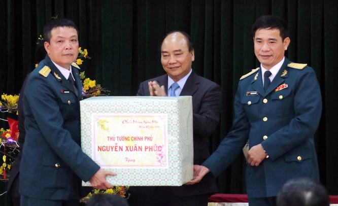 Thủ tướng Nguyễn Xuân Phúc thăm và chúc Tết Sư đoàn Không quân 372 ảnh 1