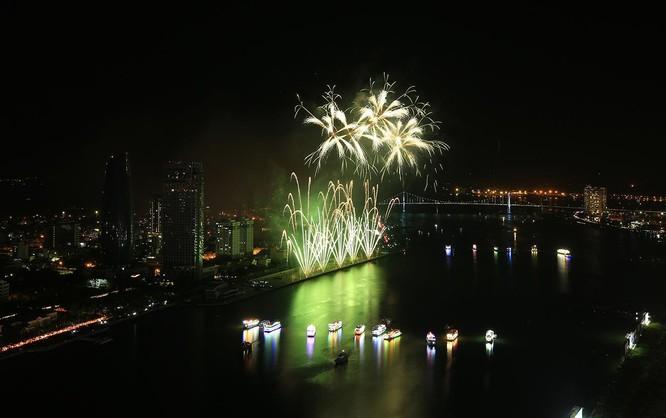 """Pháo hoa quốc tế Đà Nẵng 2019: Anh và Trung Quốc thi tài vẽ """"sắc màu"""" bên bờ Sông Hàn ảnh 10"""