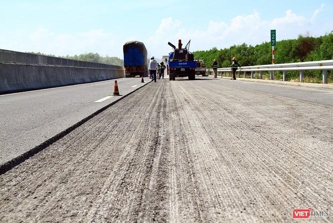 Hư hỏng trên tuyến cao tốc Đà Nẵng-Quảng Ngãi: Phạt cả nhà thầu lẫn Ban Quản lý ảnh 1