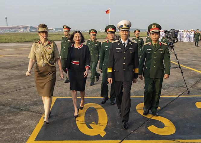 Chùm ảnh: Máy bay Australia đưa cán bộ Bệnh viện Dã chiến Cấp 2 số 2 của Việt Nam đến Nam Sudan ảnh 1