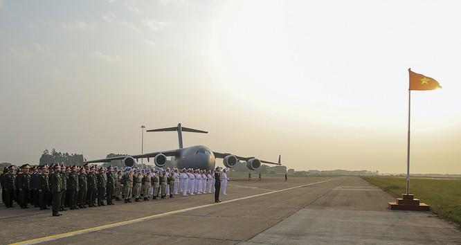 Chùm ảnh: Máy bay Australia đưa cán bộ Bệnh viện Dã chiến Cấp 2 số 2 của Việt Nam đến Nam Sudan ảnh 2