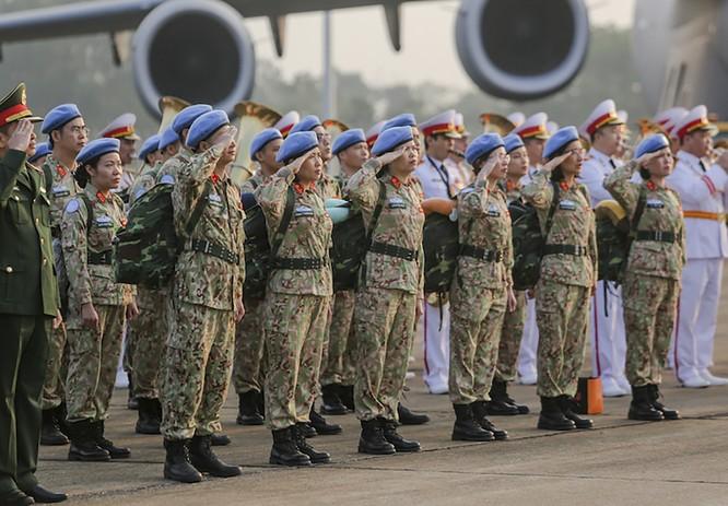 Chùm ảnh: Máy bay Australia đưa cán bộ Bệnh viện Dã chiến Cấp 2 số 2 của Việt Nam đến Nam Sudan ảnh 3
