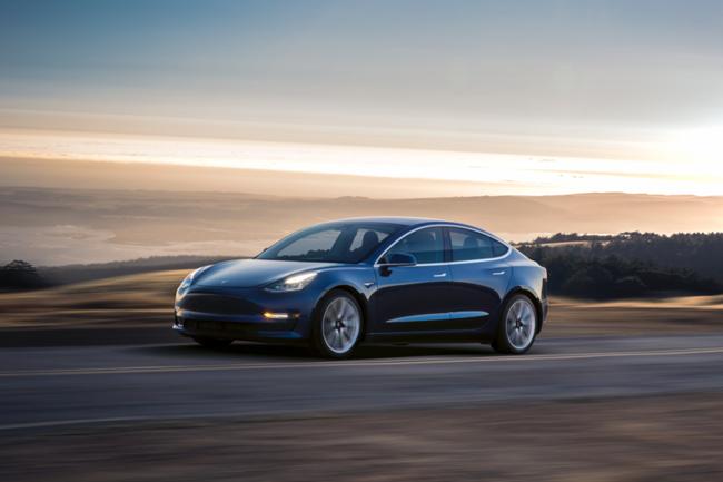 Những đối thủ cạnh tranh tiềm năng của Tesla Model 3 ảnh 1