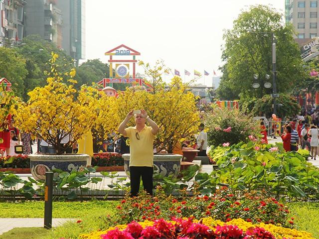 Ngắm một Sài Gòn vắng lặng sáng đầu năm Kỷ Hợi ảnh 7