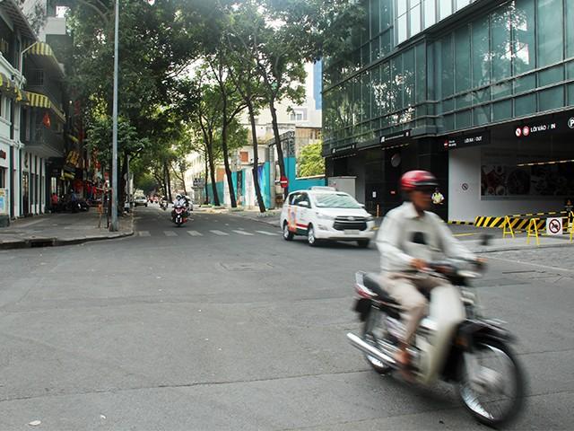 Ngắm một Sài Gòn vắng lặng sáng đầu năm Kỷ Hợi ảnh 8