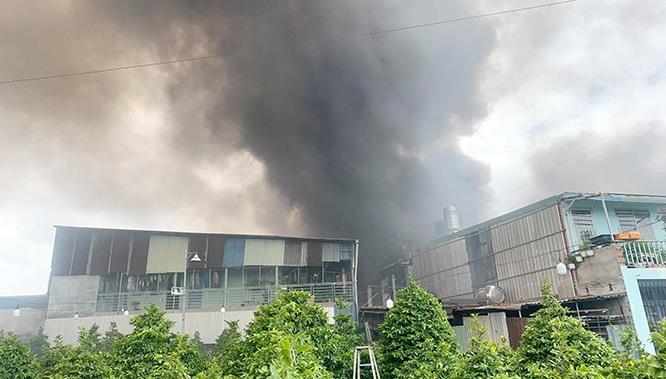 Một buổi sáng, hai đám cháy lớn ở Sài Gòn, nhiều tài sản bị thiêu rụi ảnh 1