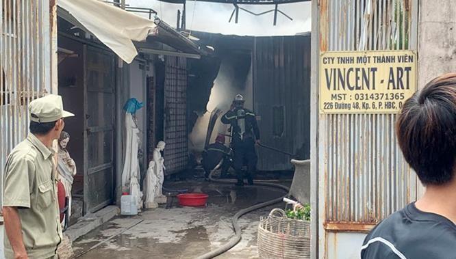Một buổi sáng, hai đám cháy lớn ở Sài Gòn, nhiều tài sản bị thiêu rụi ảnh 2
