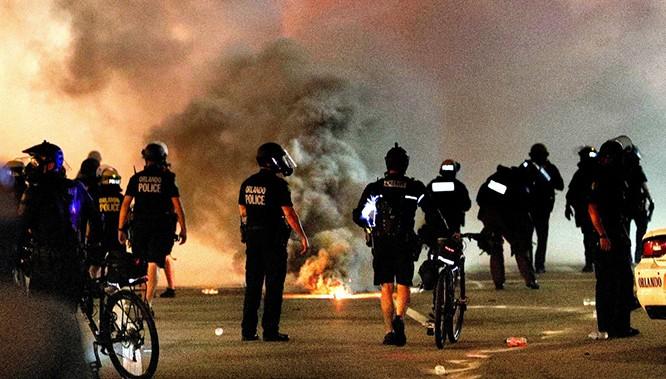Phần 2: Những điều chưa từng thấy trong làn sóng biểu tình ở Mỹ ảnh 1