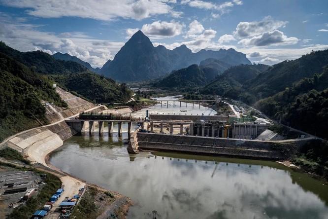 """""""Bẫy nợ"""" và tham nhũng – vị đắng của """"trái ngọt"""" kinh tế với Trung Quốc ảnh 3"""