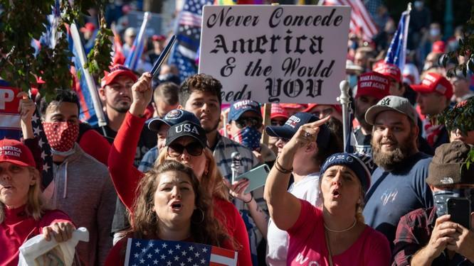 Chuyên gia Mỹ: Sẽ còn hỗn loạn khi ai cũng muốn lôi kéo 74 triệu fan của ông Trump ảnh 5