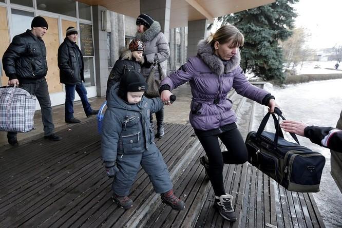 Cư dân Debaltseve vội vã sơ tán khỏi vùng chiến sự
