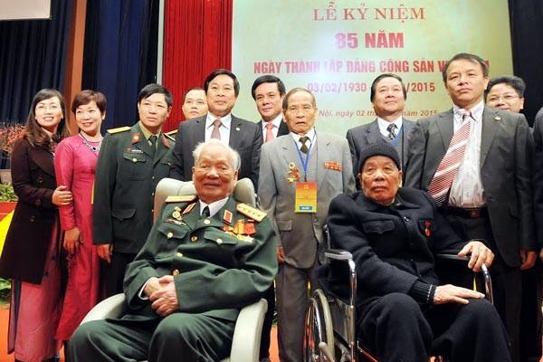Ngày 2/2, nguyên Tổng bí thư Đỗ Mười cùng nguyên Chủ tịch nước Lê Đức Anh đến dự lễ kỷ niệm 85 năm thành lập Đảng tại Hà Nội. Ảnh: Thủy Ngọc