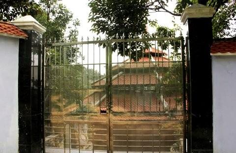 Cổng vào khu biệt phủ của đại gia vàng nơi rừng cấm giống cung vua phủ chúa ngày xưa
