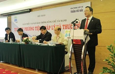 Phó Chủ tịch Ủy ban ATGT Quốc gia Khuất Việt Hùng phát biểu tại hội thảo.