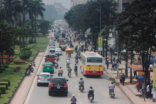 Hàng cây xanh rợp bóng mát, giúp đường Nguyễn Chí Thanh trở thành