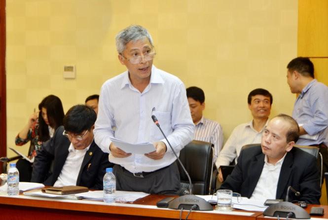 Phó tổng cục trưởng Tổng cục Môi trường khẳng định báo cáo đánh giá tác động môi trường được phê duyệt của dự án đường sắt Cát Linh - Hà Đông không đề cập tới việc chặt hạ cây xanh trên đường Nguyễn Trãi