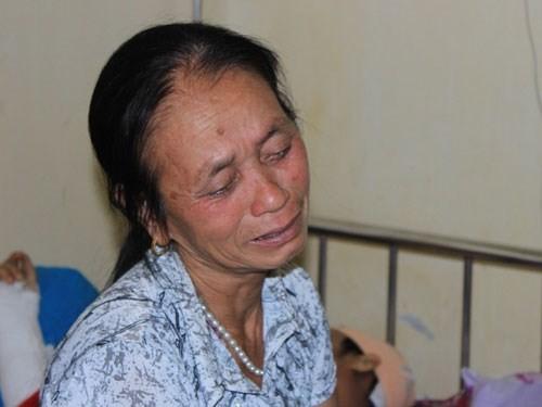 Nước mắt của thân nhân người bị nạn trong vụ sập giàn giáo