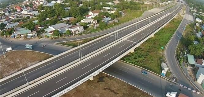 Ngày 8/2/2015, Thủ tướng Nguyễn Tấn Dũng cắt băng chính thức thông xe, đưa vào khai thác tuyến đường. Đường cao tốc TP.HCM - Long Thành - Dầu Giây là tuyến đường bộ cao tốc nằm trên tuyến đường bộ cao tốc phía Đông thuộc quy hoạch mạng lưới đường bộ cao tốc Việt Nam từ TPHCM nối QL51 và QL1A.
