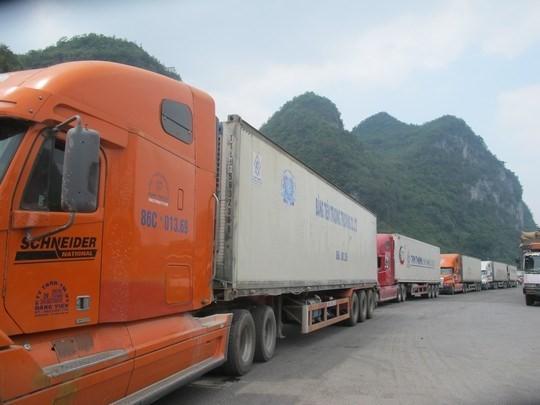 Hàng trăm xe dưa hấu, thanh long ùn tắc ở cửa khẩu Tân Thanh ảnh 3