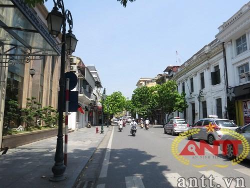 Tràng Tiền là con phố đẹp nổi tiếng ở Hà Nội.