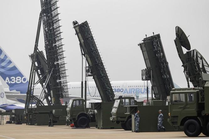 Máy bay ném bom HK-6 và tên lửa chống vệ tinh của quân đội Trung Quốc