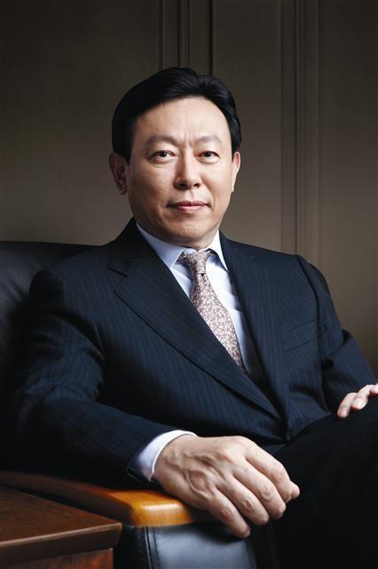 Ông chủ tập đoàn Lotte: Kèn cựa anh trai - lật đổ cha đẻ ảnh 1