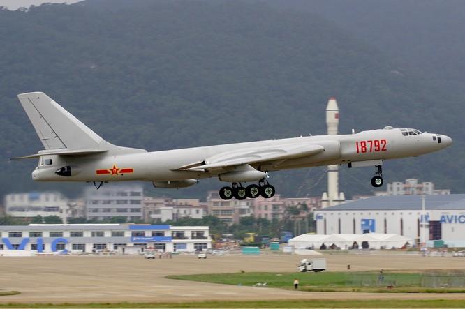Máy bay ném bom chiến lược H-6K của Trung Quốc gần đây liên tục tập trận ngoài khơi Tây Thái Bình Dương, ngoài chuỗi đảo thứ nhất