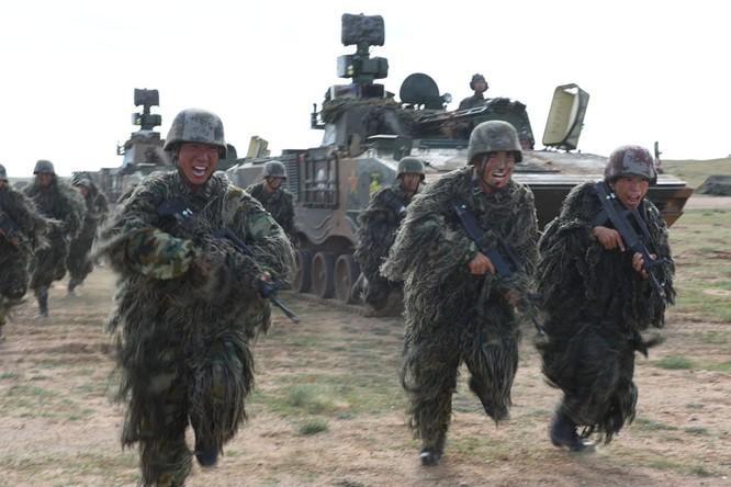Quân đội Trung Quốc tuyên bố tiến hành 100 cuộc tập trận quy mô trong năm 2015