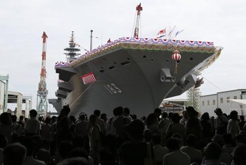 Nhật Bản đã hạ thủy hai tàu sân bay trực thăng tối tân và dự kiến sẽ tăng ngân sách quốc phòng kỷ lục vào năm niên khóa tới
