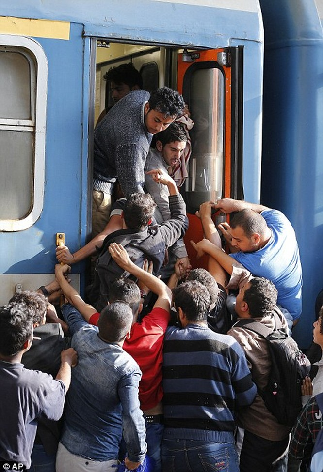 Kinh hoàng làn sóng dân chạy loạn tìm cách tràn vào châu Âu ảnh 14