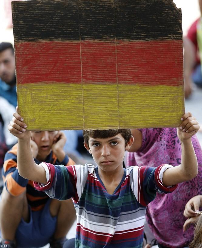 Kinh hoàng làn sóng dân chạy loạn tìm cách tràn vào châu Âu ảnh 22