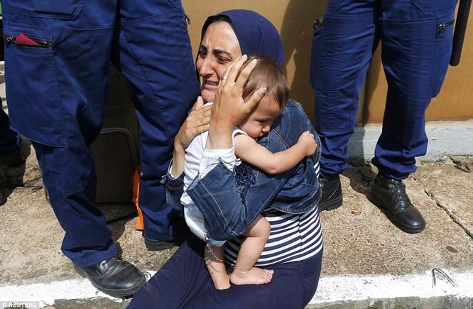 Kinh hoàng làn sóng dân chạy loạn tìm cách tràn vào châu Âu ảnh 5