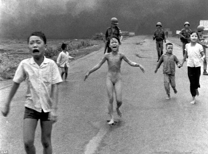 Những hình ảnh gây chấn động, làm thay đổi lịch sử thế giới ảnh 12