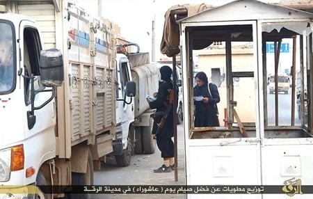 Rùng rợn cuộc sống bên trong lãnh thổ nhóm khủng bố Nhà nước Hồi giáo ảnh 38