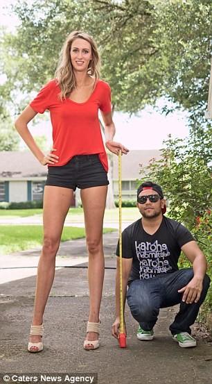Choáng với nàng siêu người mẫu sở hữu cặp chân dài 1,25 m ảnh 6
