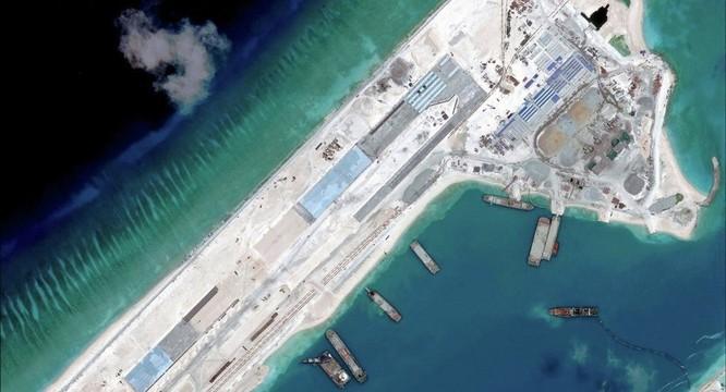 Đá Chữ Thập đã được Trung Quốc bồi lấp thành đảo nhân tạo lớn nhất tại quần đảo Trường Sa với đường băng có thể cất, hạ cánh máy bay chiến đấu và máy bay ném bom H 6K