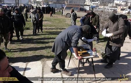 Rùng rợn cuộc sống bên trong lãnh thổ nhóm khủng bố Nhà nước Hồi giáo ảnh 104