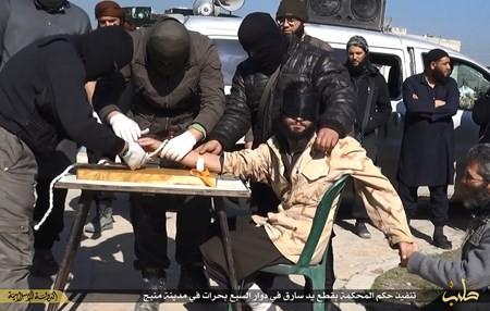 Rùng rợn cuộc sống bên trong lãnh thổ nhóm khủng bố Nhà nước Hồi giáo ảnh 105