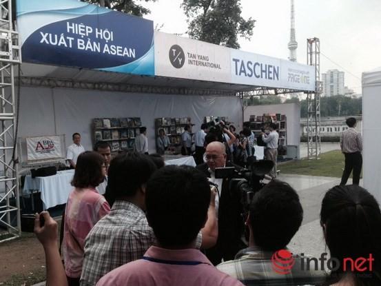 Tưng bừng khai mạc Triển lãm, Hội chợ Sách quốc tế - Việt Nam 2015 ảnh 3