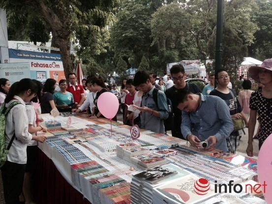 Tưng bừng khai mạc Triển lãm, Hội chợ Sách quốc tế - Việt Nam 2015 ảnh 5