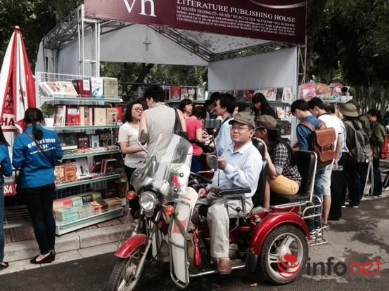 Tưng bừng khai mạc Triển lãm, Hội chợ Sách quốc tế - Việt Nam 2015 ảnh 6