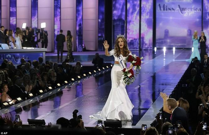 Nhan sắc người đẹp 21 tuổi đoạt vương miện Hoa hậu Mỹ 2016 ảnh 4