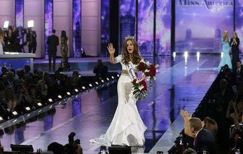 Nhan sắc người đẹp 21 tuổi đoạt vương miện Hoa hậu Mỹ 2016 ảnh 13