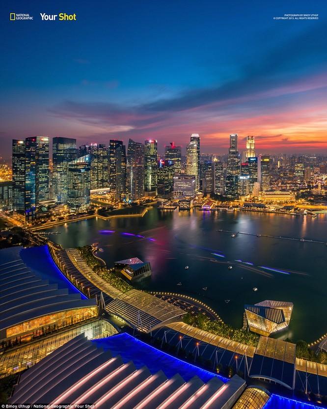 Cảnh tượng nhìn từ trên đỉnh công trình Marina Bay Sands, Singapore