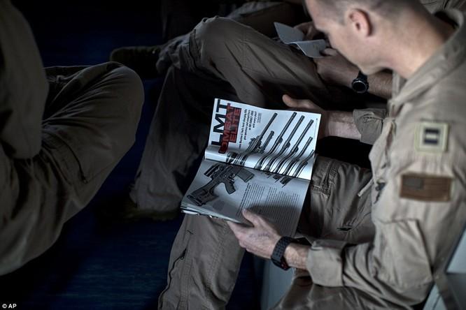 Hơn 5.000 người sống ra sao trên siêu tàu sân bay Mỹ ảnh 7